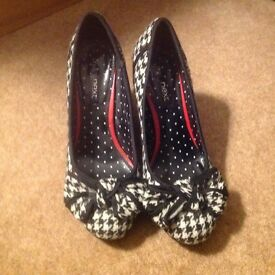 Ladies vintage style court shoes from Next size 5