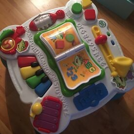 Baby musical activity centre