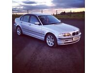 BMW 3 SERIES 318i with M Sport rims and badges