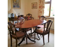 Beautiful mahogany dining table + 6 chairs and sideboard to match