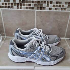 Ladies casual trainers size 7 oasics