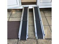 1 pair aluminium ramps.