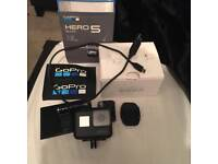 GoPro hero 5 black comes with sd card