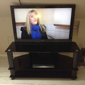 """Sony Bravia 40"""" full HD TVd with free stand"""