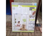 lindam extra tall pet /child safety gate.