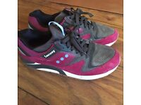 Saucony Grid 9000 RED / CHARCOAL - Good Condition - Size 8 UK