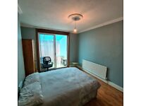 Spacious Triple Room with Private Balcony to Rent in North Acton Road. COUPLES ACCEPTED.
