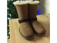 100 % GENUINE UGG BOOTS SIZE 6