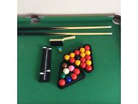Folding pool/snooker table