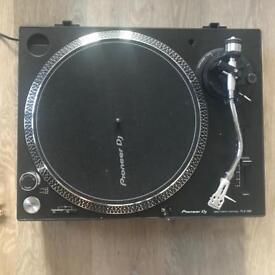 Pioneer PLX 500 Direct Drive Vinyl Turntable (Very good condition)