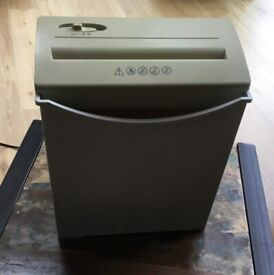 Paper Shredder. Easy Straight Cut shredder Easy to use. Shreds up to 5 sheets at a time.