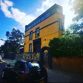 Modern Specious Studio Flat to Rent - Stoke Newington Common, London N16
