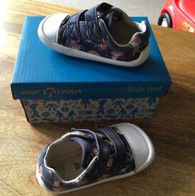Clark's Shoes Size 3 1/2 G