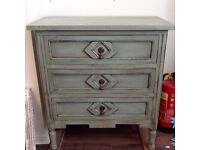 Vintage / shabby chic chest of drawers