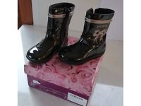 LELLI KELLY (TYPE 6150) VERNICE / NERO BAILEY BABY - GIRLS FIRST BOOTS IN BLACK PATENT LEATHER