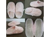 Ladies/Girls Slippers Size 4