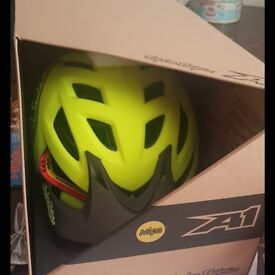 Troy lee designs a1 MIPS helmet £120