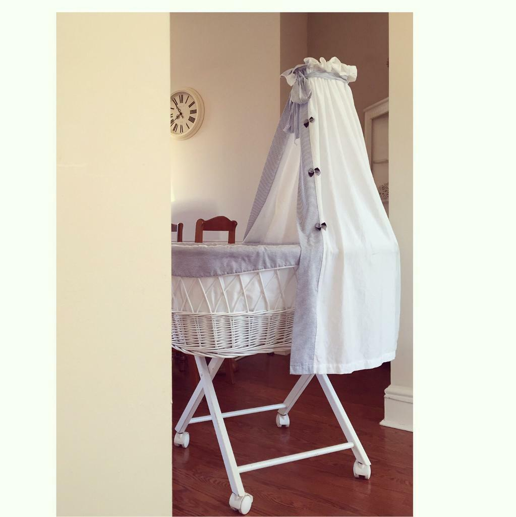 Leipold crib for sale - Leipold White And Blue Wicker Crib