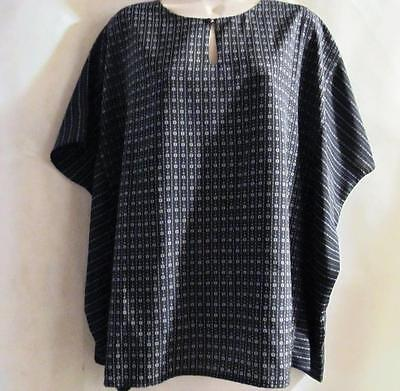 Belle Gray By Lisa Rinna  Black   White Print Tunic Top Size S New Without Tags