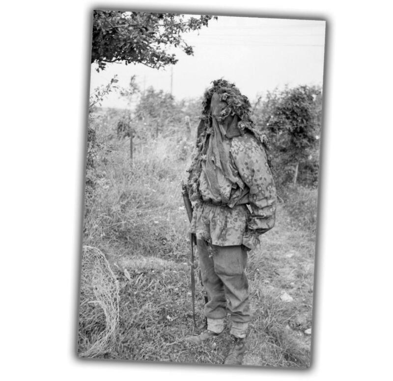 """War Photo A sniper demonstrates his camouflage at a sniper WW2 Size """"4x6"""" J"""