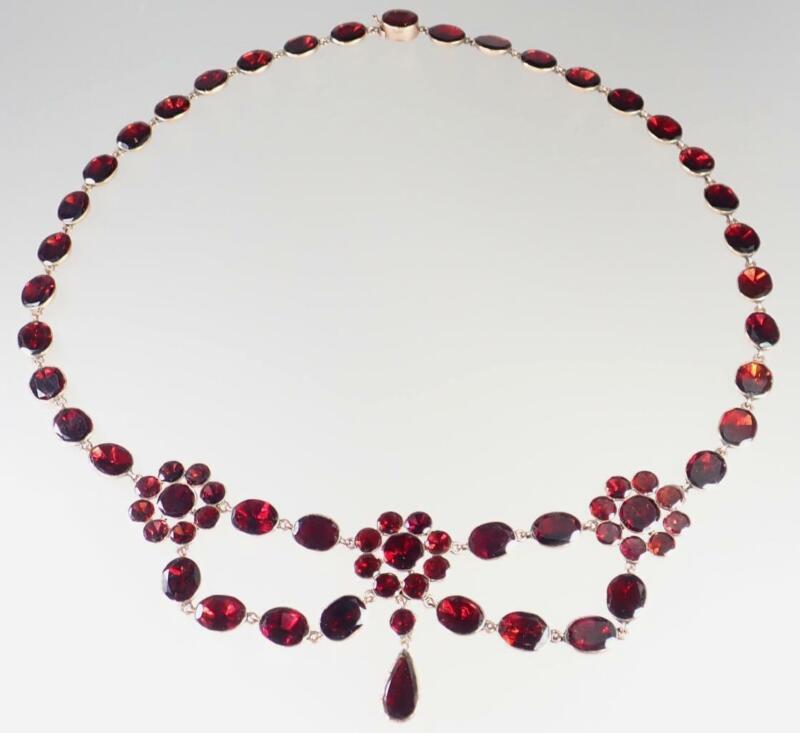 Lovely Antique Georgian 10K Rose Gold Ruby Red Garnet Floral Festoon Necklace