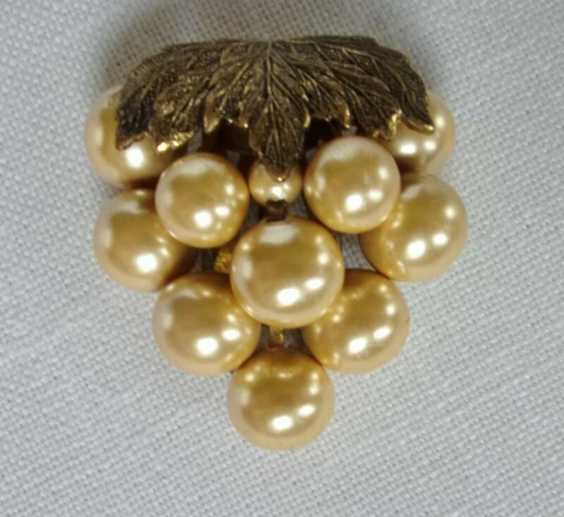 Vintage Gold Tone & Faux Gold Pearl Dress / Fur / Scarf Clip