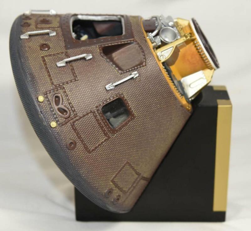 1969 NASA  APOLLO 11 COMMAND MODULE COLUMBIA EXECUTIVE SERIES 1/25 DISPLAY MODEL