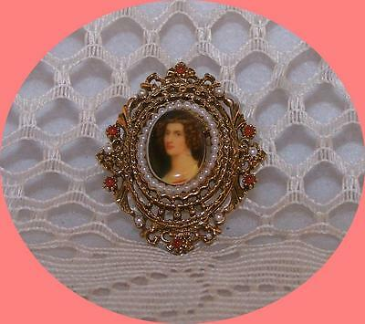 Vintage ART signed, Gold tone Cameo Brooch with Faux Pearls.