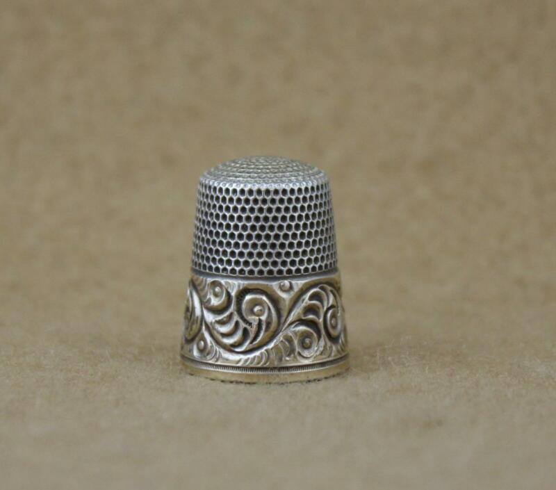 Antique Simons Brothers Sterling Silver Thimble Size 10 Tooled Fern Gold Band