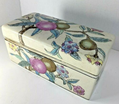 "Chinese Trinket Box Flawless w/Lid Vintage Condition 8.25""x4.25x4"""