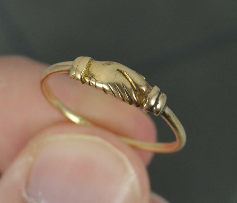 Early Georgian FEDE Handholding Faith Ring in 18ct Gold