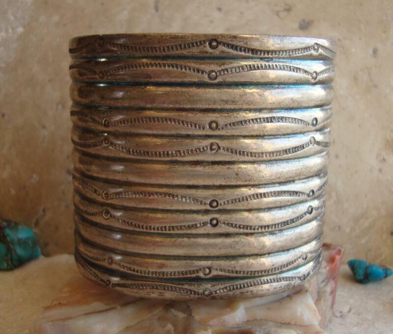 1910-1920 EARLY NAVAJO WIDE HAND WROUGHT SILVER INGOT CUFF BRACELET 60.8 grams