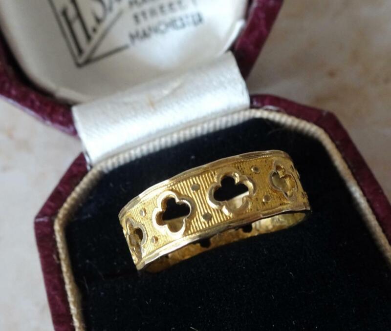 FINE QUALITY ANTIQUE GEORGIAN PINCHBECK RING medieval revival design 1820