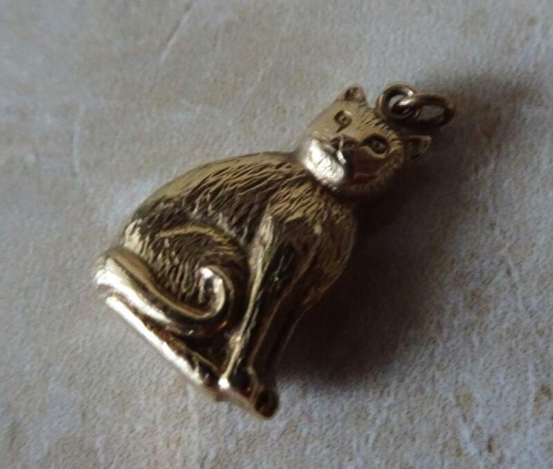BEAUTIFUL VINTAGE GOLD CAT CHARM gold charm bracelet LUCKY GOLD CAT CHARM