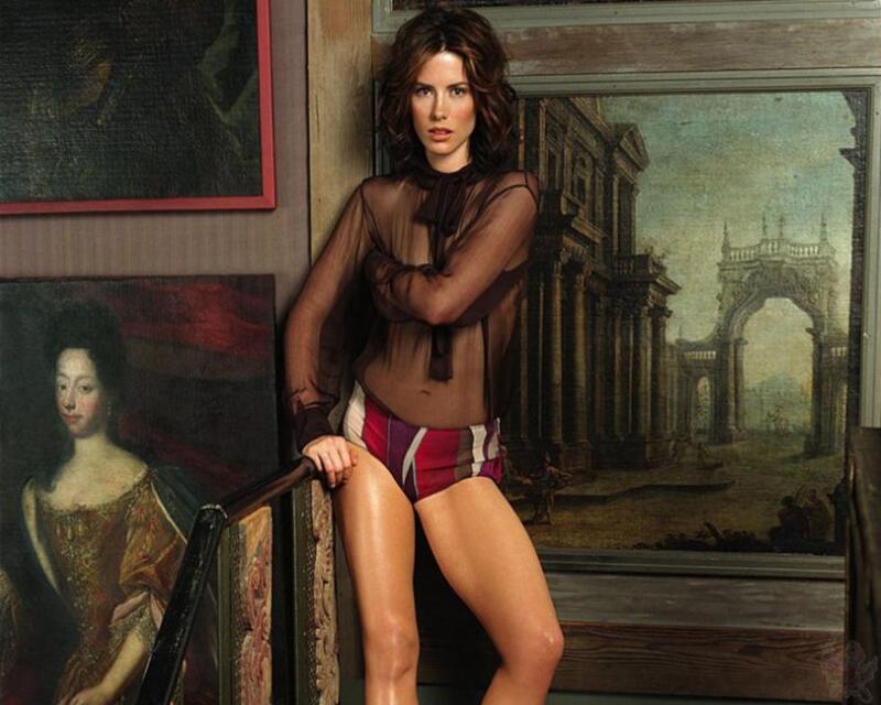 Kate Beckinsale Posing With Transparent Shirt 8x10 Photo Print