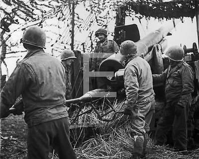 1945 WWII 1st US Army Artillery Gun Team Eschweiler Germany Photo FL43