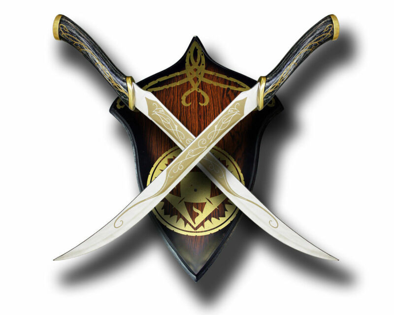 Decorative Fighting Knives Red Or Black Swords Plaque