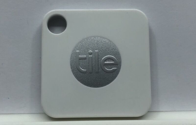 Tile Mate Bluetooth Tracker Phone Wallet Anything Finder (1-Pack) - Brand New