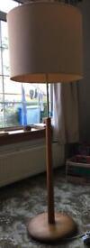 Upright lamp with light shade, retro wood and aluminium look