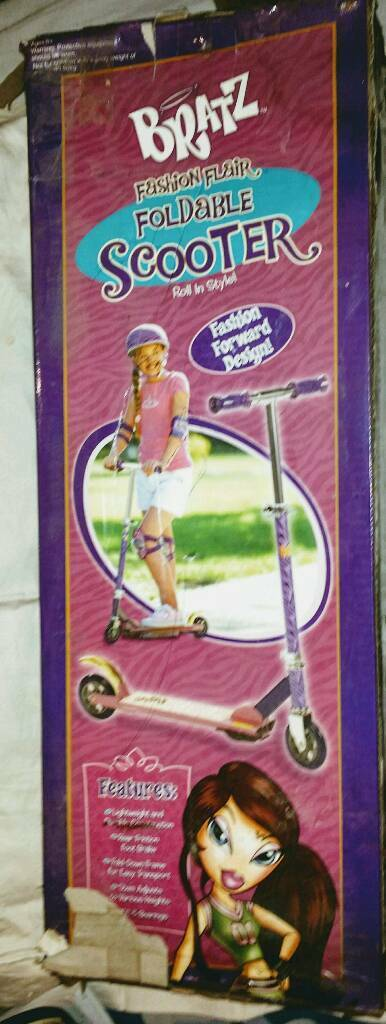 GIRLS BRATS SCOOTER. BRAND NEW. ☺