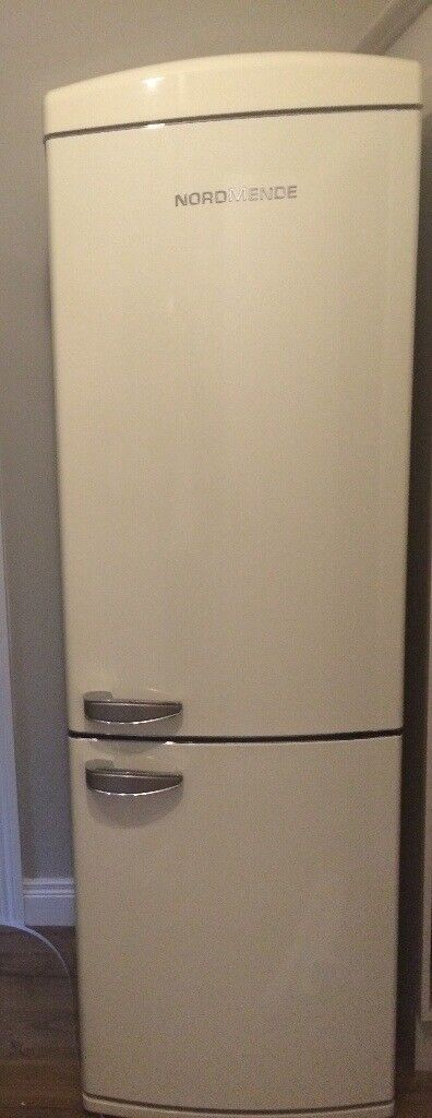 Retro cream fridge/freezer