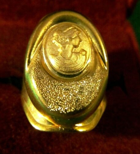 Pretty VICTORIAN  CAMEO  WIDE GOLD  RING