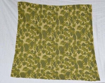 US WWII OR VIETNAM WAR PARA CAMOUFLAGE MATERIAL CAMO HELMET COVER -  NECK SCARF