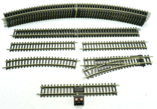 Hornby Oval Starter OO Scale Train Layout - Curves, Straight, & Switching Tracks