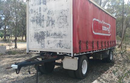 Tautliner 10 pallet dog trailer Mc grath.