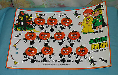vintage HALLOWEEN ACTION PIN-ON retail store display card w/ 11 pinback - Halloween Action Cards