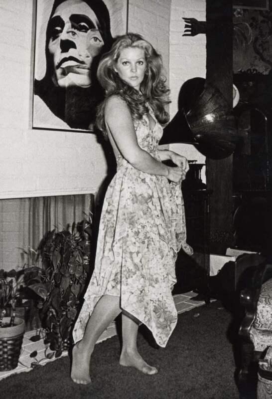 Priscilla Presley Barefoot Black And White 8x10 Photo Print