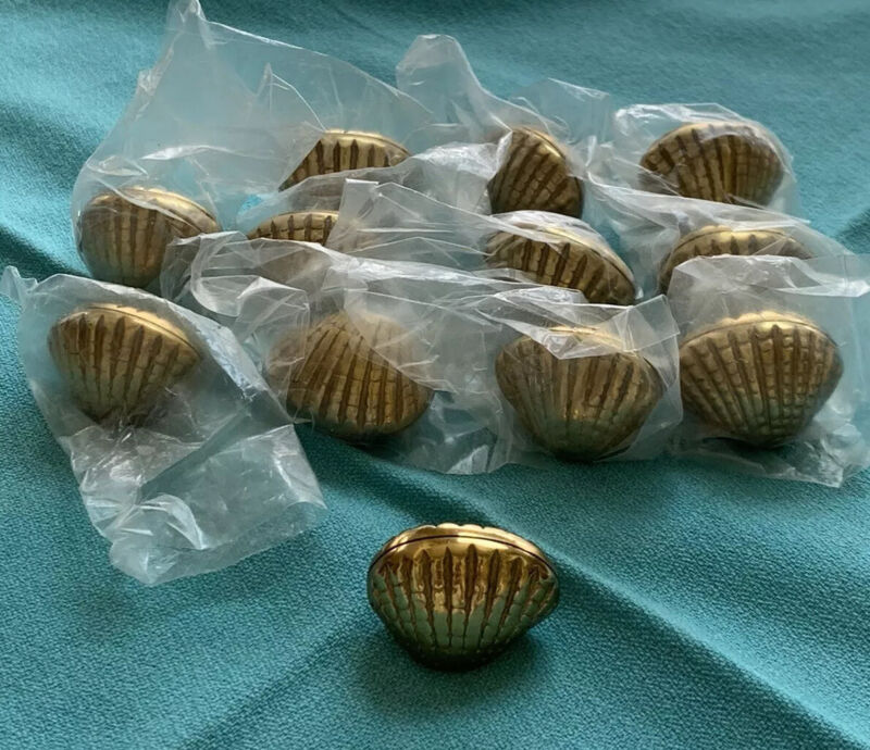 SET OF 12   Vintage Brass Clam Sea Shell Place Card Name Holders Nautical 80s