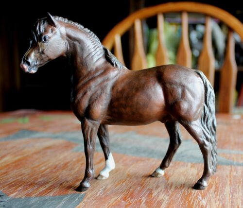 Custom painted Bay Owynn Ceramic Pour Horse Pottery by Laura Zakroff not Breyer