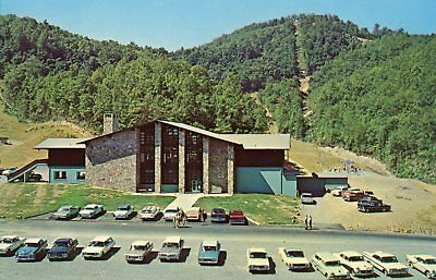 "GATLINBURG SKI RESORT TN ""THE BASE LODGE"" W/ 1960'S CARS UNUSED POSTCARD C1963"